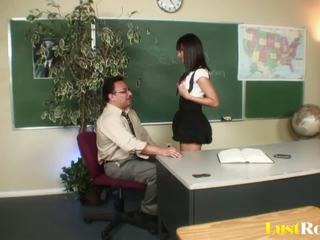 Professor gets seduced e pleasured da nadia aria: porno e5