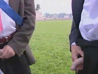 Lief bruid gives haar man een pijpen voor de huwelijk