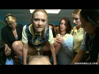 Brandi belle și fete entice unbending wang futand și sugand îl de pe