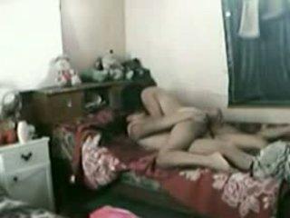 אינדונאזי עוזרת בית עם שלה פקיסטני boyfriend