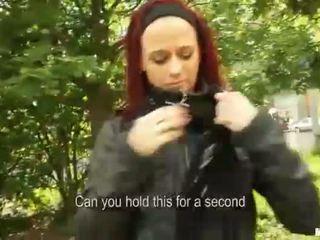 Roodharige amateur flashing n anaal neuken