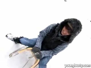Сладурана oustanding бомби вътре на snow