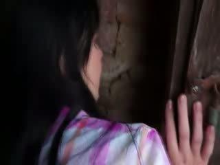 Innocent model gets zor asyalı kız öğrenci içinde eski cellar