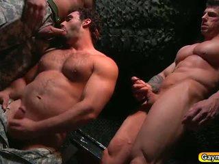 Bunker anal apaan homoseks pria seks tiga orang