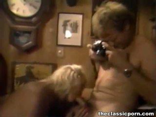 Hämmästyttävä klassinen blondi kuuma sucks ja fucks