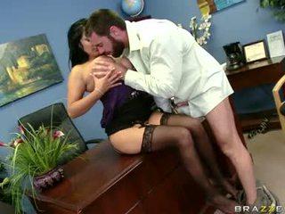 Sexually excited sophia lomeli gets ju ústa busy engulfing a ťažký človek lízatko