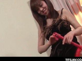 Aziāti tramp spēlē the seductress uz an erotisks sekss gam