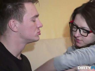 Nerdy chick whis cumshot on big eyeglasses