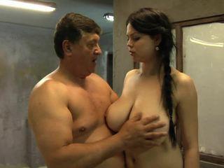 Sie groß brüste are going nach oben und nach unten