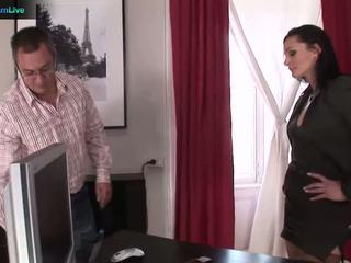 Businesswoman cameron gets 什么 她 wants 从 repairman