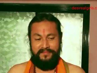 Sexy indisk aunty exposing henne naken kroppen og sexy kløft til få faen