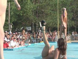 Freaky holky párty ťažký pre the crowd