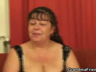 ريان ناضج فتاة takes two cocks في مرة