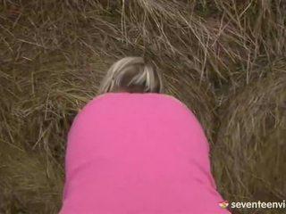 Najstnice punca mastrubacija znotraj the haystack
