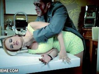 Candy alexa fucks con un zombie in suo nightmare