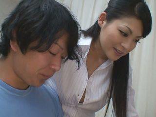 Puika gets vairāk nekā palīdzēt par viņa studies no karstās skolotāja skaistule