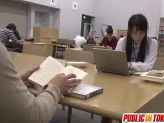 Sexy japonez student inpulit în the sala de clasa