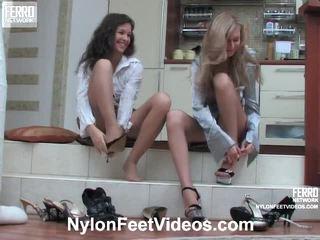 Frances és stephanie kívánós harisnyatartó láb film