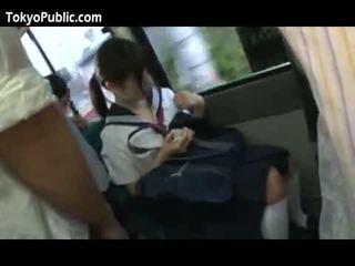 اليابانية مدرسة فاتنة الحصول على cumshots جمهور