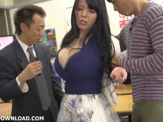 Gigants krūtainas aziāti skaistule, bezmaksas krūtainas aziātiem kanāls hd porno 3a