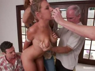 Youngster lizzy london has fucked by maturidad lads