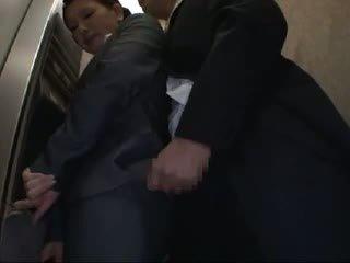 Officelady χουφτωμένος/η και πατήσαμε σε elevator