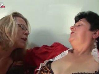 Jautrība kino uzbudinātas vecmāmiņa lesbietes