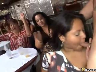 Naine fucks a stripper