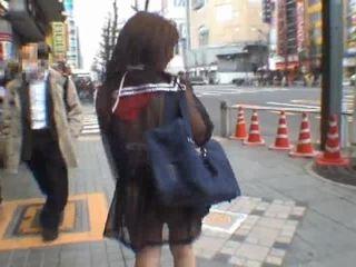Mikan astonishing aziatisch schoolmeisje enjoys publiek