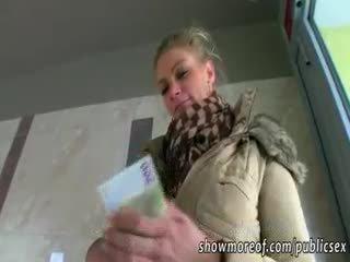 Massiivinen koekäytössä adele pounded varten raha