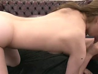 Ázijské milfka sucks a fucks ju two eager studs