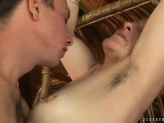 סבתא ו - נער enjoying חם סקס