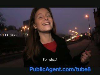 Publicagent groot lul neuken door een hole in haar nylon pantyhoes