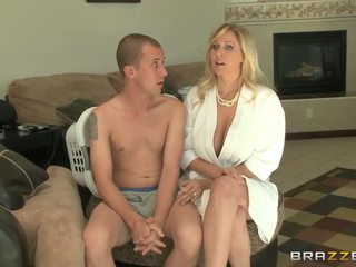 Booby милф julia ann gives глава и майната