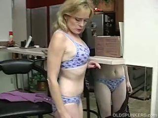 Super sexy älter dame ist so rallig sie has bis masturbate