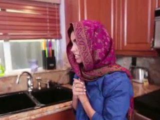Arab nastolatka ada gets a warm cipka cream