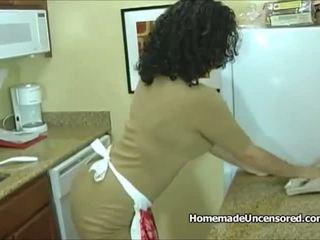 Heet amateur huisvrouw geboord in de keuken: gratis porno 95