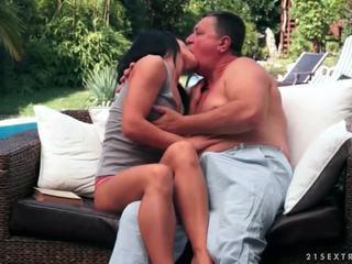 青少年 enjoys 性別 同 爺爺