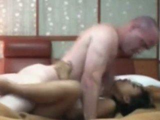 Indonesisch meid having eerste tijd seks met blank lul