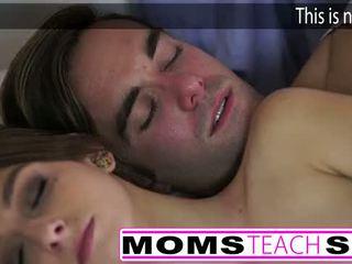 Horký maminka a krok syn souložit mladý přítelkyně