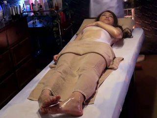 Kolehiyo dalagita reluctant orgasmo by masseur