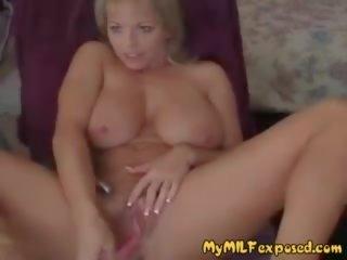 Mans mammīte exposed krūtainas blondīne sieva spēlē ar noskūtas