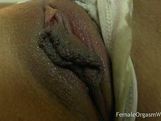 Primeiro tempo amadora masturbates dela grande cona lips para orgasmo