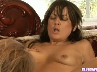 Mia presley widens her muff wide sufficiently she cannot help gygyrmak pleasure