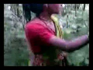 Aunty เพศสัมพันธ์ ใน ป่า
