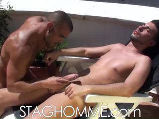 Heat stroke. muscle boys gets egy orális munka munka