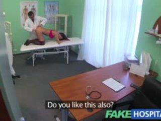 Fake ligoninė doctors magic varpa produces vocal orgazmas