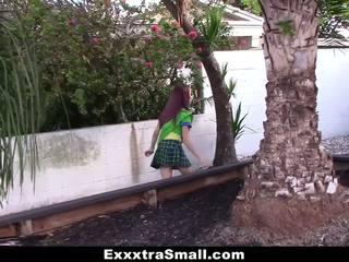 Exxxtrasmall - tiny flicka scout körd av enormt kuk