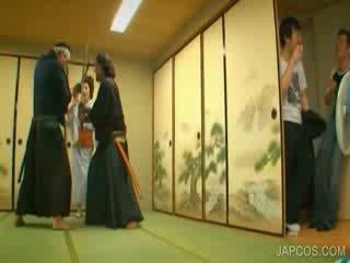 Orientalsk geisha shows pupper og kuse