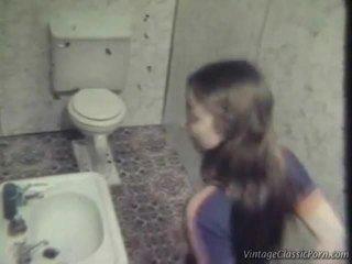 Чукане onto на washroom етаж